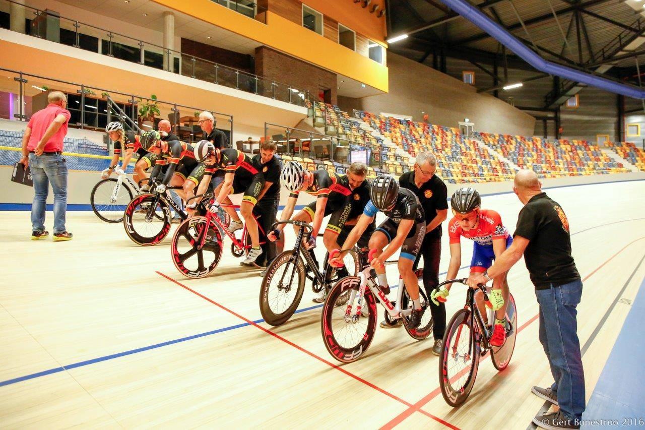 Opening wielerbaan Apeldoorn